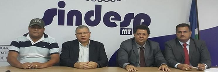 Salmen Ghazale, segundo a partir da direita, em reunião da Sesp, em Mato Grosso