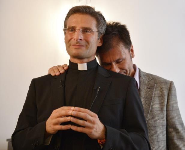 Krzysztof Charamsa padre gay na pagina do E2