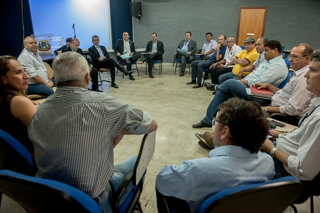 forum sindical rejeita arrocho salarial na pagina do enock