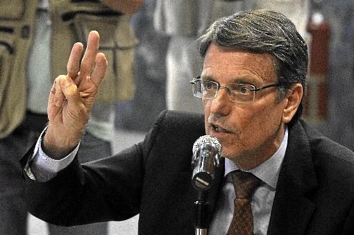 HÉLIO DOYLE é jornalista, foi professor da Universidade de Brasília e secretário da Casa Civil do governo do Distrito Federal. É articulista do saite Brasil 247