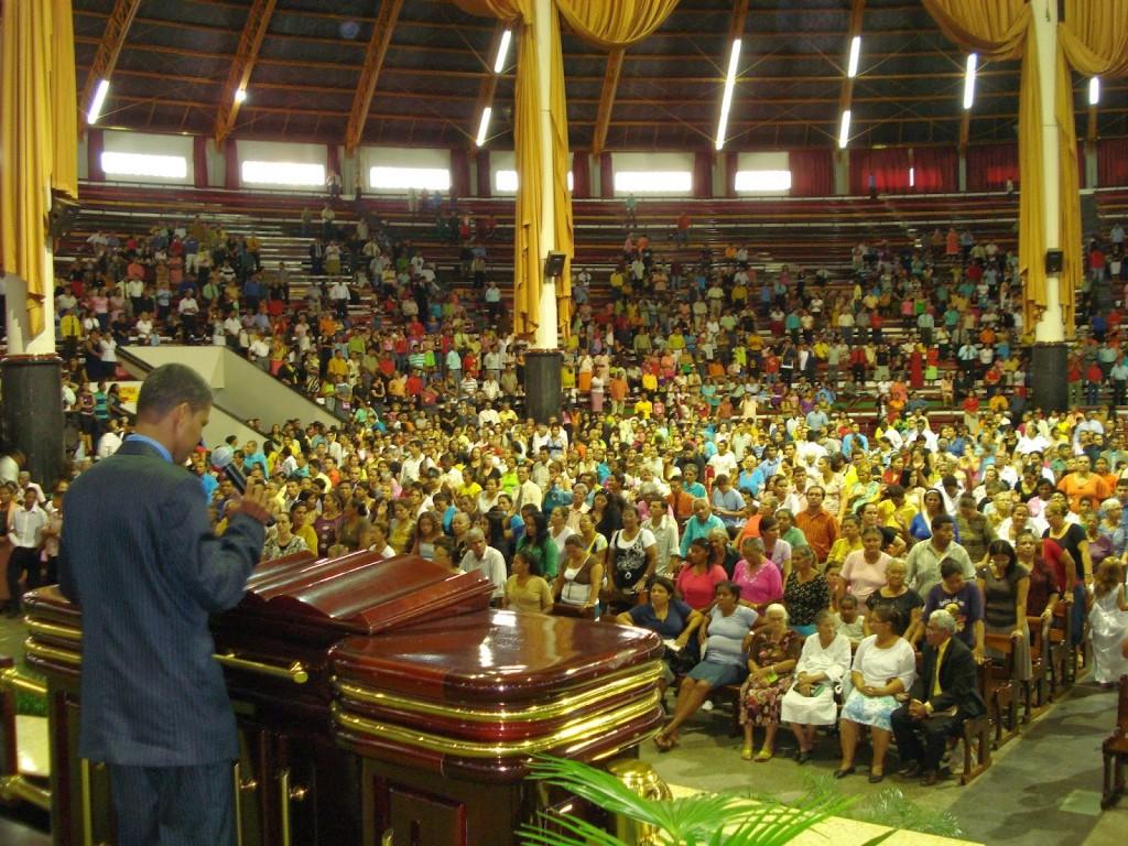 Culto no Grande Templo da Assembleia de Deus, em Cuiabá