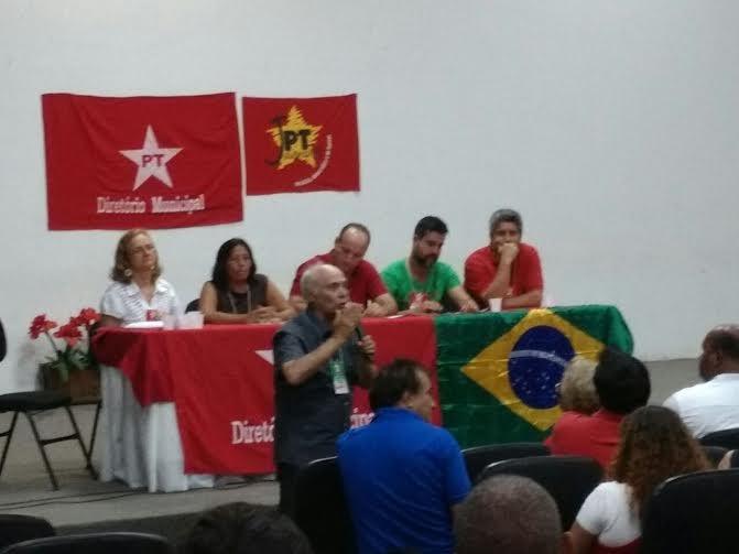 Vicente Avila, economista, e militante histórico do PT, falou sobre a nova onda do neoliberalismo durante a plenária do partido